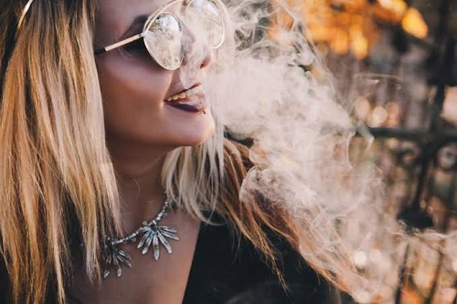 Pros And Cons of Smoking Weed Every Day